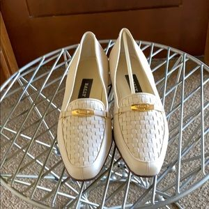Vintage Bally leather Vanessa loafer in bone beige